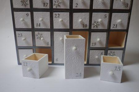 Fa adventi naptár - adventi naptár házikó - fehér-ezüst