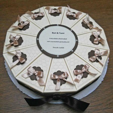 Papírtorta esküvőre - bézs, barna, domborított mintás, masnis 12 szeletes torta nászajándékba - Pénzajándék