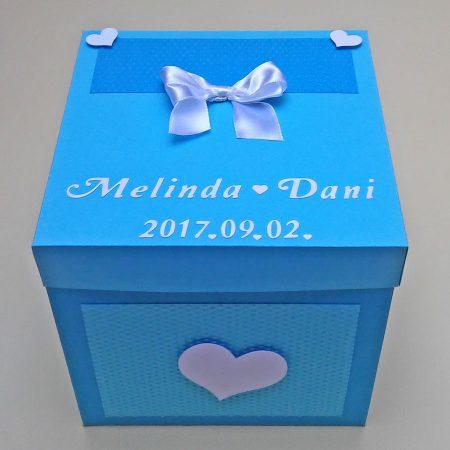 17x17 cm-es meglepetésdoboz esküvőre, nászajándékba - kék árnyalatok, fehér - masnival, szívekkel - nászajándék