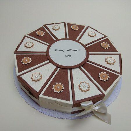 Papírtorta születésnapra - 12 szeletes, bézs-barna torta virágokkal - Pénzajándék