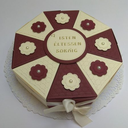 Papírtorta születésnapra - 8 szeletes, bézs-bordó, virágos díszítésű torta - Pénzajándék