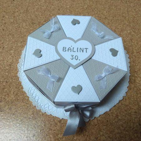 Papírtorta születésnapra - 8 szeletes, fehér-szürke torta - Pénzajándék