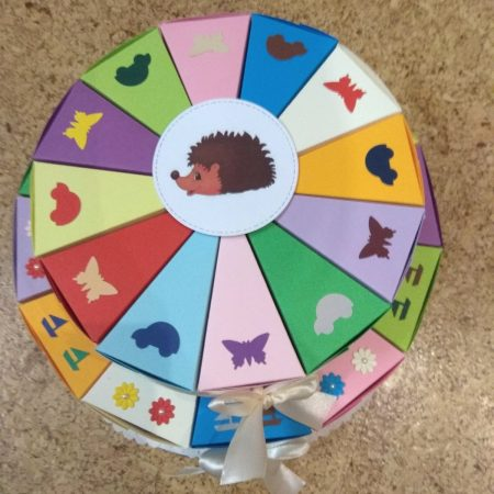 Papírtorta születésnapra - 2 emeletes, 24 szeletes torta óvodásoknak - színes, virágos, pillangós, autós, hajós - Pénzajándék