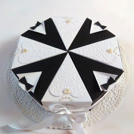 Esküvőre - pénzajándék - 8 szeletes papírtorta nászajándékba - fekete-fehér, jegyespáros díszítés - nászajándék