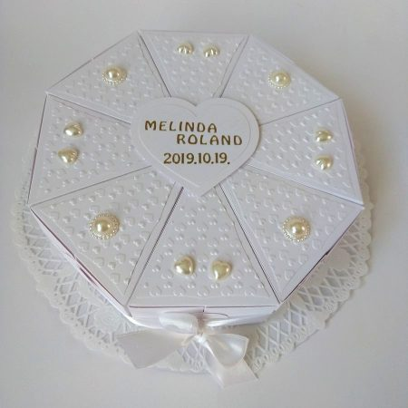 Esküvőre - pénzajándék - 12 szeletes fehér papírtorta, fehér díszítés, gyöngyök, szívek - nászajándék